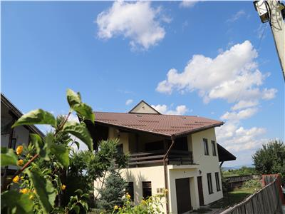 Vila in zona linistita , mic Paradis verde